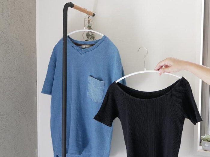 するりとしたラインがおしゃれで素敵なハンガーです。お洋服にも優しく、ハンガーの跡が肩などにつきません。
