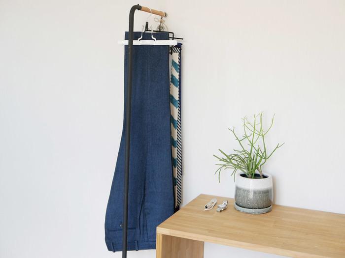ズボン吊りはお持ちですか?たたみシワを作る事なく、ズボンをきれいに保管できます。センタープレスのパンツもきれいをキープ。