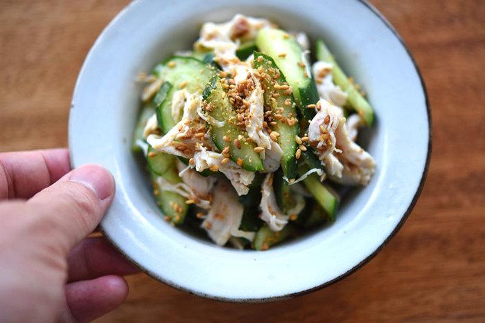 低カロリーなささみときゅうりを、手軽にゴマで和えたレシピ。 和えるだけなので忙しい時にも作れますし、さっぱりしているので、箸休めとしてお弁当に入れてみてはいかがでしょうか。
