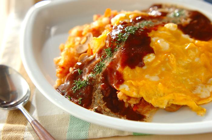 洋食の定番オムライス。卵料理はスピードがポイントです!気合を入れて一気に作り上げましょう。