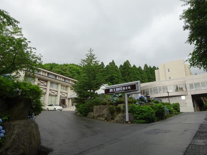 「蔵王温泉 四季のホテル」から歩いて10分ほどのところにある、「蔵王国際ホテル」。こちらも、100%源泉かけ流しの温泉ホテルです。