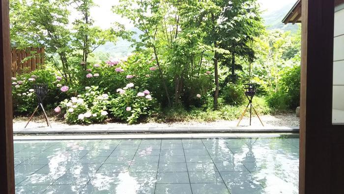 雄大な自然に抱かれた、宮城・山形の両県にまたがる「蔵王エリア」、その蔵王の自然のパワーみなぎる「蔵王温泉」は、大人の癒し旅にぴったり。 ぜひ蔵王で体験したいこと・アクティビティを見つけて、温泉とセットで、訪れてみてくださいね*  ※画像は、蔵王四季のホテルの足湯