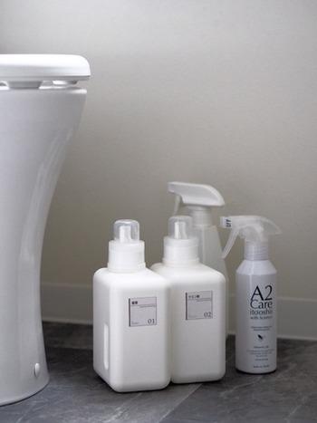 大手の航空会社も使用しているという除菌消臭剤「A2ケア」はトイレのお掃除におすすめ。トイレの床や便器にスプレーしてトイレットペーパーでふきあげるだけで嫌なにおいを防いで除菌までしてくれます。使ったトイレットペーパーはそのまま流してしまえばいいので、雑巾やクロスを洗う必要もなくラクですね。