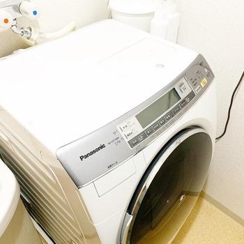 便利な乾燥機能付き洗濯機。乾燥フィルターに綿ぼこりがいっぱい溜まりますよね。はずせる部分は毎回はずして清掃。