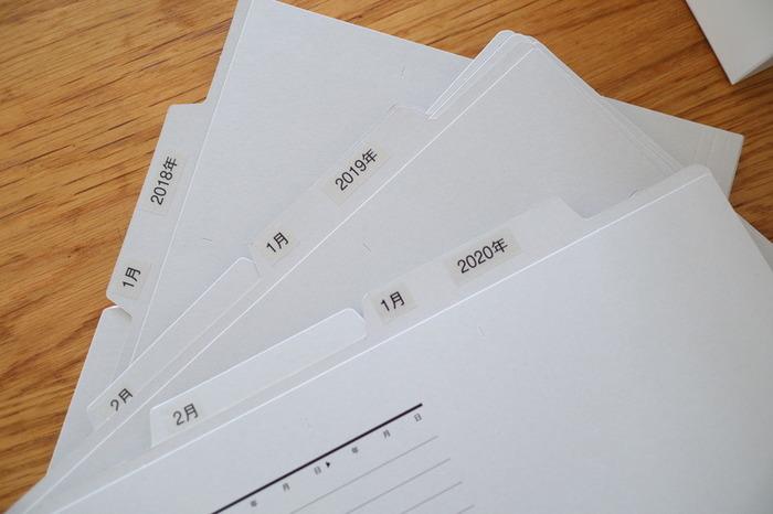 こちらのブロガーさんのように、それぞれの書類を個別フォルダで分類して収納しておくと、必要な時にすぐに取り出すことができて便利ですよ◎。しまう時もフォルダにそのまま入れるだけで、ラクに書類管理ができます。以下のリンク先のページで収納方法が詳しく紹介されていますので、ぜひ参考にしてみてくださいね。