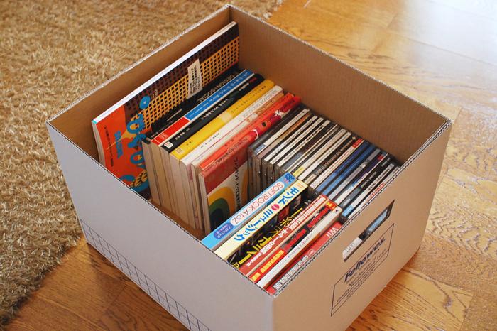 耐荷重も十分なバンカーズボックスは、本の収納にぴったり。本やCD,DVDなどの一時保管にも役立ちます。持ち手がしっかりしているため、持ち運びもラクラク。