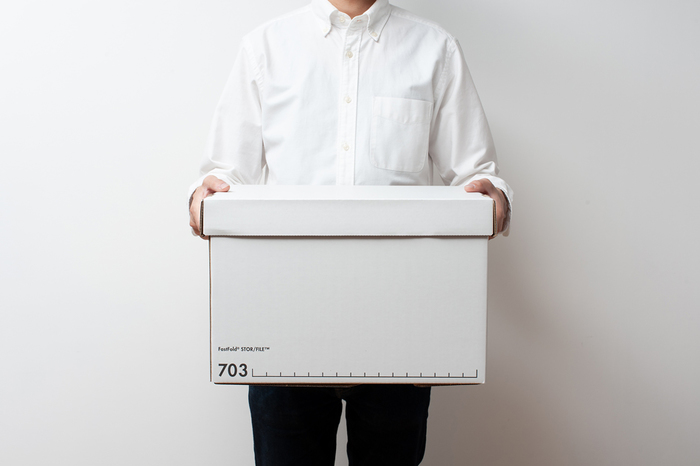 大量の書類を整理・保管するための収納ボックスというだけあって、段ボールとは思えないくらいの頑丈さが特徴。ダンボール素材でありながら、30kgから65kgまでの重さに耐えることができます。
