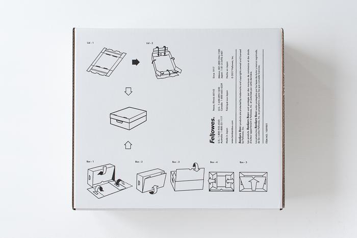 組み立てのシンプルさも人気の理由。ハサミやテープを使わなくても、面を折り込むだけで組み立てることができます。使用しない時は畳んでスリムになるのも嬉しいところ。