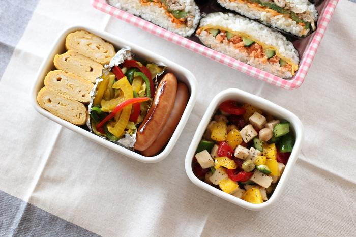 清潔感のあるホワイトシリーズは、お弁当箱として使うアイデアも人気です。お弁当のおかずが映える乳白色の容器は、いつもより少し上質感を演出してくれそう。