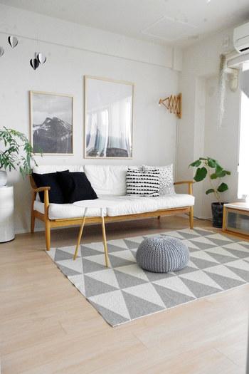 面積を占める大きな家具やファブリックを白にするのも、空間を広く見せる効果が期待できます。家具選びに迷ったら、参考にしてみてくださいね。