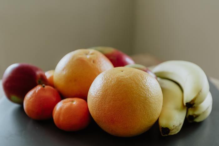 """りんご、みかん、バナナ、ナシ…。私たちが普段何気なく捨てている「果物の皮」が、実は暮らしの様々な場面で役立つことを知っていますか?実は、果物の皮は、虫よけやお掃除に大活躍!さらには、お料理にも! 今回は、捨てるはずの「果物の皮」を活用した、暮らしに役立つ""""エコな知恵""""をご紹介したいと思います。是非みなさんも、日々の暮らしに、取り入れてみてはいかがでしょうか!"""