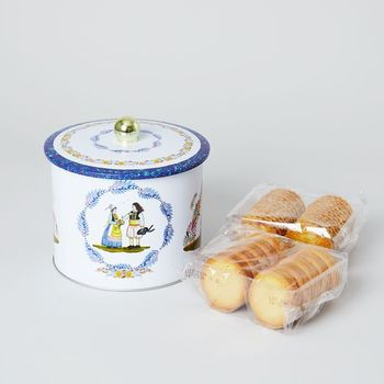 美味しいものを選ぶことはもちろんですが、「センスが良い!」と思わせる商品選びのコツは、お菓子のパッケージのデザインが凝っているものを選ぶこと。しっかりした箱のものや陶器や缶のタイプのものを選ぶと、お菓子を食べた後も収納雑貨として役に立つのでおすすめです。