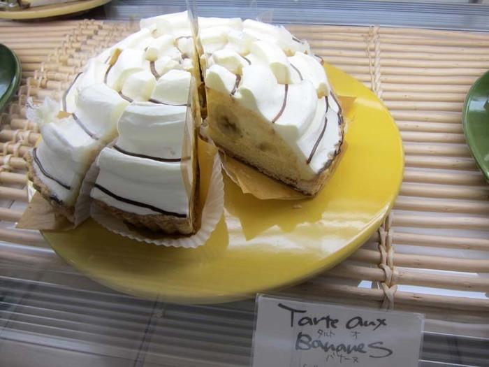 シーズンメニューとして登場した「タルト オ バナーヌ」。カスタードとバナナの組み合わせなのに、こってりしすぎず軽やかな味わいに仕上がっています。この他にもシーズンメニューがたくさん!どれも質が高く魅力的です。