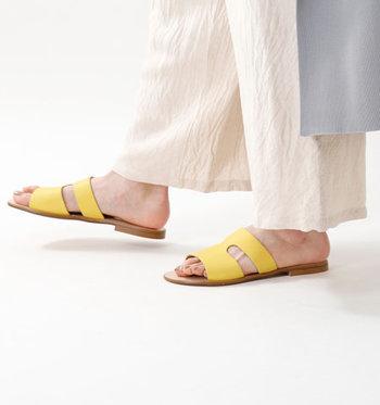 サンダルが変わるだけでもいつものコーデが新鮮になります。お気に入りの一足を見つけて、足元から爽やかに夏ファッションを楽しみましょう♪