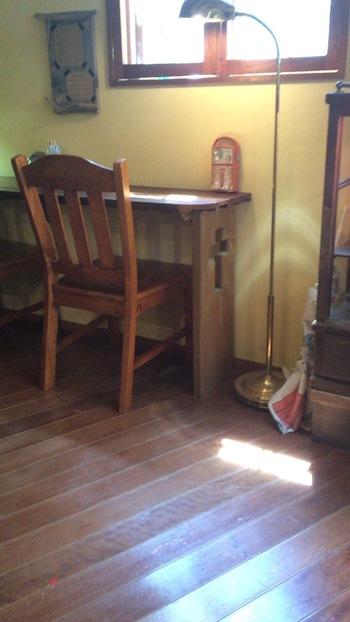 カフェのオーナーは、教会の牧師さんご夫妻。本業の傍ら、少しずつリノベーションしてきたという店内は、温もりあふれる空間です。