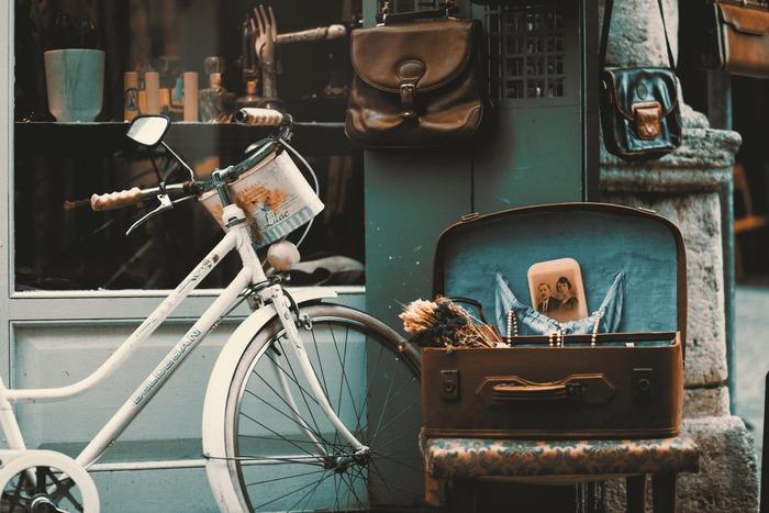 お気に入りの自転車は、長く大切に乗りたいもの。そのために、日頃どんなメンテナンスを行えばよいのでしょうか?掃除の仕方やタイヤの空気の入れ方など、具体的なポイントを見ていきましょう。