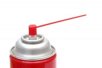 チェーンのお手入れには、専用のクリーナーやオイルを使うと便利です。汚れをしっかり落として注油をすると、ペダルが軽くなりますよ。