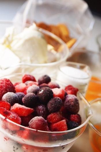 冷凍フルーツというと、生のくだものに比べて味が劣るのでは?と思うかもしれませんが、それはひと昔前の話。今は冷凍技術が発達しているので、冷凍でもジューシーでフレッシュな味わいを楽しめます。
