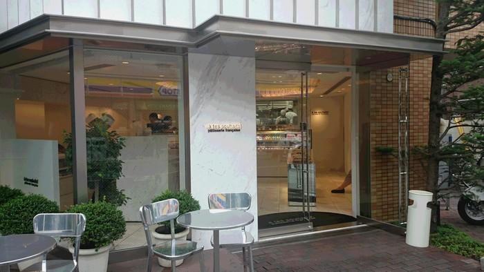 お店があるのは西荻窪駅から徒歩約15分。連日行列ができるほどの人気店で、都内No.1の呼び声も高く全国的にも有名なパティスリーで、足を運ぶ価値はアリ!なお店です。