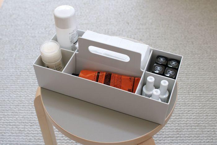 なにかと使い勝手の良い無印良品のキャリーボックスは、ネイル用品の収納にもぴったりのサイズ感。持ち手が付いているので、お部屋での持ち運びも楽チン♪