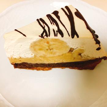 なめらかなカスタードクリームとしっとりしたバナナ、ザクザクのタルト生地。ひとつでさまざまな食感が楽しめる「バナナクリームタルト」も人気メニューのひとつ。しつこくなくさっぱりとした味わいに、手作りのやさしさを感じられます。