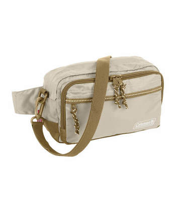 旅行などにも持ち歩きやすい、シンプルで程よいサイズ感のウエストバッグです。アウトドアのイメージが強い「Coleman(コールマン)」ブランドは、男女を問わずに活用できるのもおすすめポイントの一つ。カラーも7色展開と豊富で、お揃いアイテムとしてプレゼントするのもおすすめ♪