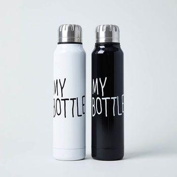 スリムでモノトーンのデザインが男女を問わずに使えるボトルです。バッグの中でもかさばらないのが魅力。