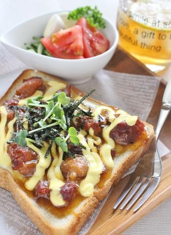 タレ味のやきとりの缶詰を使い、ガッツリと食べられるトーストに!簡単なのに絶品。おかわりしたくなっちゃう美味しさです。チーズと甘辛タレ味のハーモニーをお楽しみ下さい!