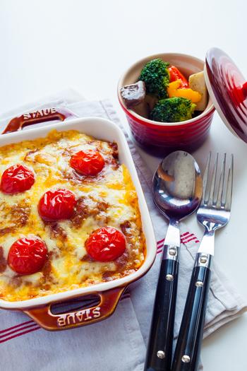 オーブンやレンジなどにも使え、食器としても重宝する「ボウル・ラムカン」や「ディッシュ」「マグカップ」「ル・チャワン」なども人気です。いろいろ揃えると食卓が楽しくなりそうですね。