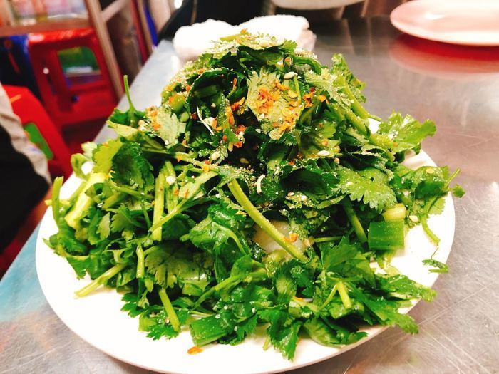 こちらの屋台では、提携農家からパクチーをはじめとした新鮮野菜を仕入れていることでも有名。 さらに、有名シェフが料理を手がけていることから、ハイクオリティなタイ料理が堪能できることでも人気を集めています。