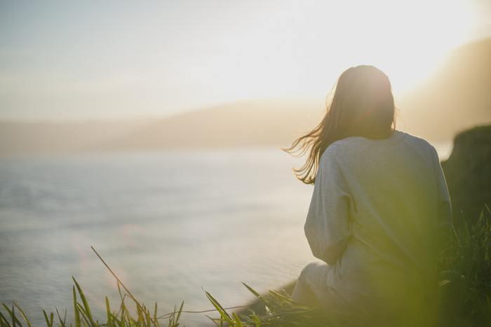 意味のない時間も時には必要です。瞑想したり、散歩したり、ただ風景を眺めたり。特に目的を持たずに過ごす時間は、あなたを癒してくれるはずです。自分の心と向き合う大切な時間になりますよ。