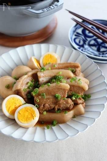和風の肉料理もストウブで美味しく作れます。こちらは、角煮。ストウブなら柔らかく、少ない調味料でいい味が出せます。お酢を入れて、さっぱりと。