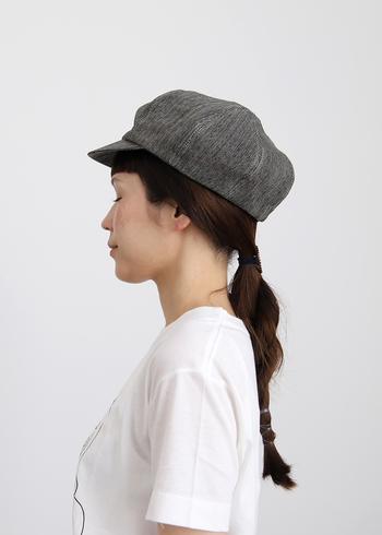 結びっぱなしのヘアスタイルは何通りにも楽しめます。毛束の先端だけ数か所留めたアレンジも素敵です。髪の毛の長さに応じて毛束をねじって、好きな場所でピタっとゴムで縛りましょう。