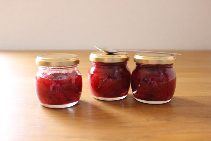 甘酸っぱさを楽しむならいちごジャムは手作りに限ります。こちらのレシピは、レンジで作る簡単レシピ。砂糖は少なめなので、早めに食べ切りましょう。