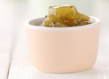 そのまま食べると酸味があるキウイもジャムにすると甘く、子どもでも食べやすくなります。キウイと砂糖を煮詰めたら最後にレモン汁を加えて仕上げます。