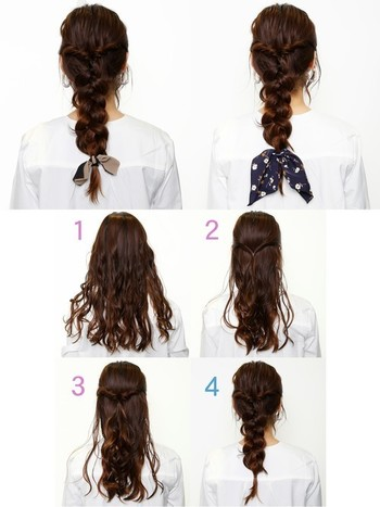 1.全体をコテで巻きます。 2.中央部分の髪を残し、左右から髪を持ってきて軽めのハーフアップにします。 3.くるりんぱをし、その部分をつまんでほぐします。  4.真っ直ぐ後ろに三つ編みをして、全体をほぐして完成です。