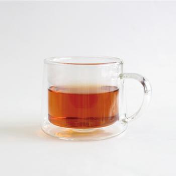 「CLASKA(クラスカ)」から発売されている二重構造のマグカップは、ガラスの中にガラスが入っているダブルウォールのデザインで、入れる飲み物によって様々な見た目に。二重になっている分、保冷や保温効果も高く機能性も◎