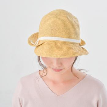 朝は何かと時間に追われて慌ただしいですが、日差しが強い日はヘアケアをしてから外出をしたいですね。帽子にぴったりの簡単で可愛いヘアスタイルで、忙しい朝も乗り切りましょう!