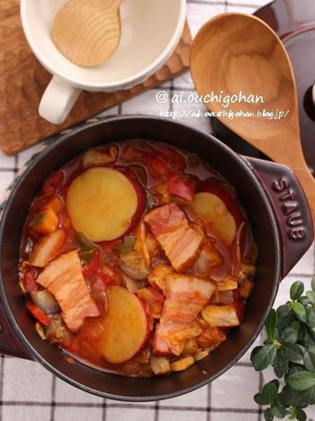 冷蔵庫に残った野菜も、ストウブでミネストローネにすれば、ディナーにも出せる贅沢な一品に。栄養バランスも抜群ですね。