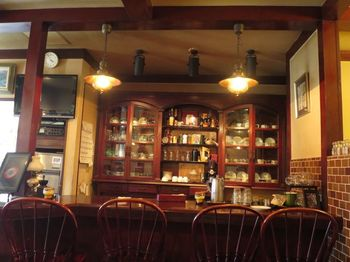 温かみのある店内には、穏やかなBGMが流れます。喫茶店というと敷居が高い感じがしますが、どんな人でも居心地の良く過ごせる空間です。