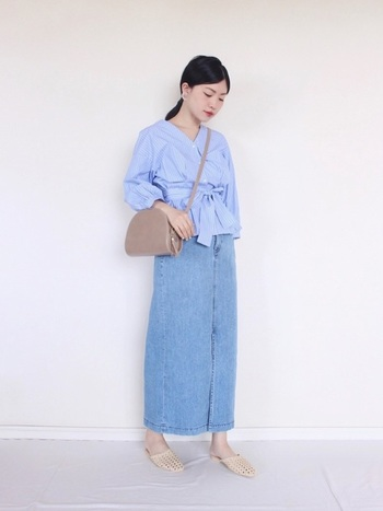 デニムタイトスカートとの相性もいい、ペプラムブラウス。さらに、ウエストマークタイプやふんわりお袖のデザインを選べば、1枚で主役級!大人可愛いスタイルを叶えてくれます。