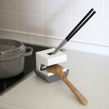まな板を使わない時は、箸立てやお玉置きとして活躍させることも可能です。一台で色々な機能があって便利そう。