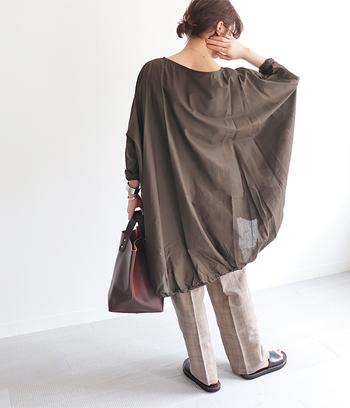 ふわっと広がるワイドシルエットは、ラフさと涼し気な印象を与える夏にぴったりのアイテムです。大人女子がぜひ参考にしたい、ワイドシルエットアイテムを取り入れた着こなしをご紹介します。