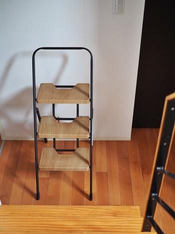 高いところでの作業は椅子で代用もできますが、こちらの脚立の安定感に魅了されたというサチさん。  軽くて運びやすく、何と言っても安心感が違います。 見た目もおしゃれでスリムに折りたためるので収納にも困りません。  なくても困らないかもしれない。でもあると暮らしがより豊かになるはず… そこに心を留めておられる素敵なブロガーさんです♪