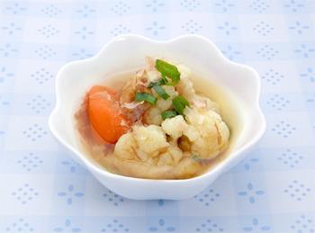 かつおぶしの風味がたっぷりの土佐煮。カリフラワーの調理法としては意外に感じるかもしれませんが、和風もとてもよく合います。さっぱりとしたおいしさ。