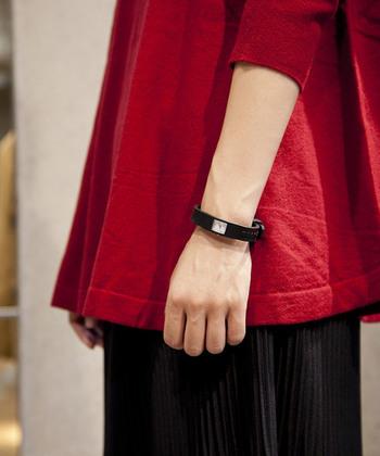 「ZUCCa(ズッカ)」の「CHEWING GUM」は、「CABANE de ZUCCa WATCH」のファーストモデルの30周年記念で復刻発売された腕時計。ベルトとフェイスが一体化したミニマルなデザインで、アクセサリー感覚で身につけられます。