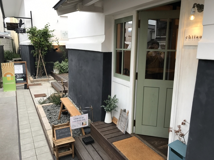 松本駅の東口から徒歩約10分。中町通りに面した路地の奥に佇む「cafe chiiann」。