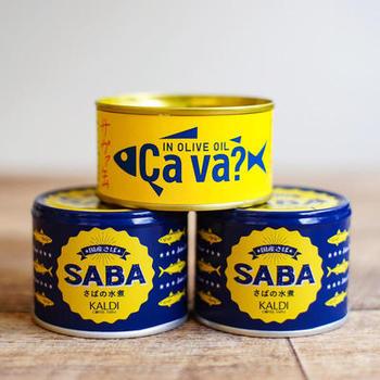 カルディで販売されているオリジナルのサバ缶はパッケージがお洒落で、つい手に取りたくなってしまう可愛さがあります。お値段もお手頃で、料理に使いやすいよう、塩味を抑えているところも人気。サバ缶だってパケ買いでお気に入りを見つけられたらうれしいですよね。