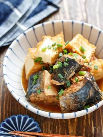 こっくりとした味噌味のサバと厚揚げの煮物です。どちらも