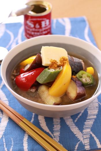 お野菜を大きめにカットしてごろごろと入れたボリューミーな鯖のお味噌汁です。カレー風味でごはんが進みます。